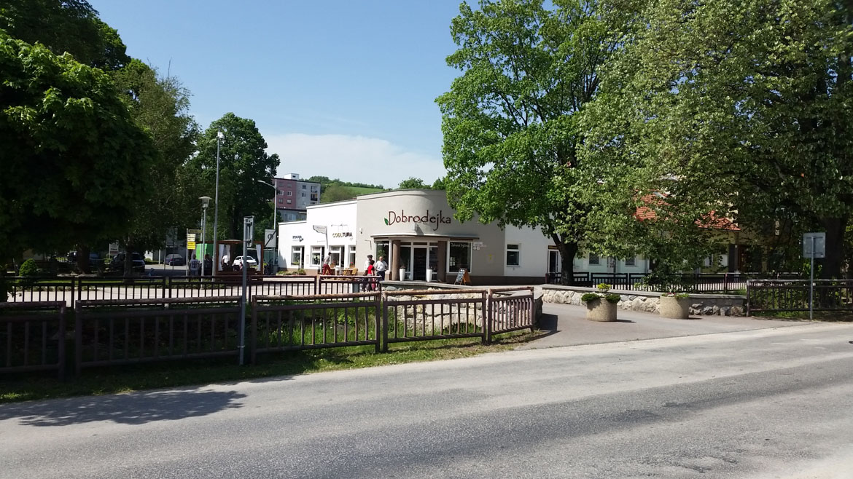 stara_tura-kaviaren-centrum-predajna-nova-fasada-pavlech-architekti-2