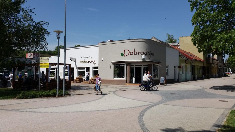 stara_tura-kaviaren-centrum-predajna-nova-fasada-pavlech-architekti