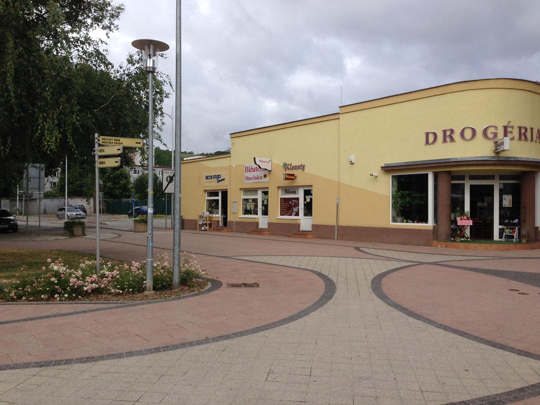 stara_tura-kaviaren-centrum-predajna-nova-fasada-povodny-stav