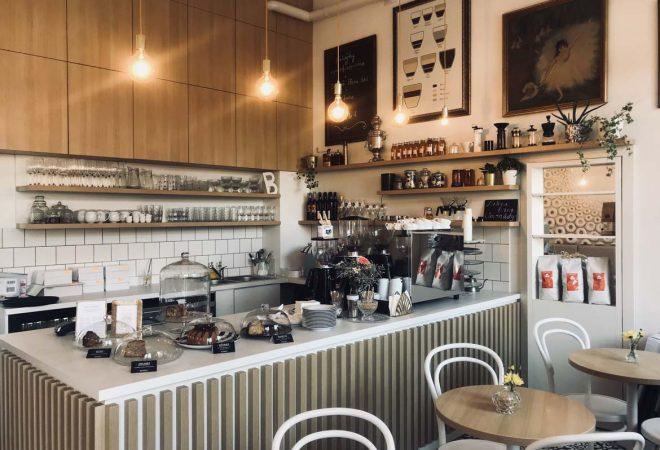 kaviaren-cafe-babovka-bakery-trnava-pavlech-architekti-interier-titulna