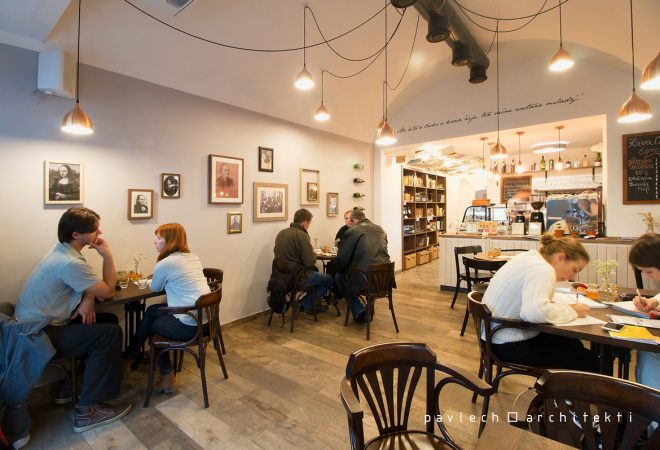 004-interier-cafe-sladkovic-prva-miestnost